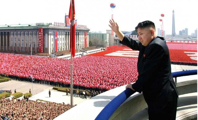 Lãnh đạo Triều Tiên Kim Jong-un dự một lễ mít tinh tại Bình Nhưỡng (Ảnh: Fox)