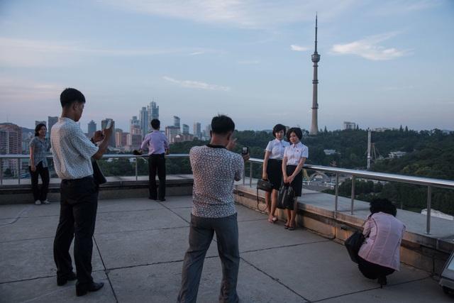 Người dân chụp ảnh thủ đô Bình Nhưỡng từ trên cao.