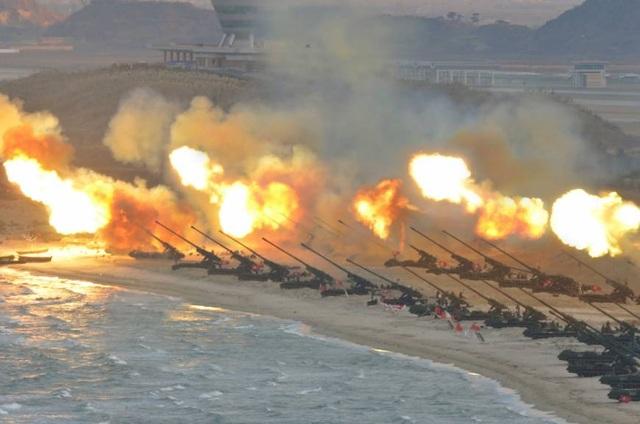 Hình ảnh một cuộc tập trận của Triều Tiên do hãng thông tấn trung ương Triều Tiên công bố (Ảnh: Japan Times)