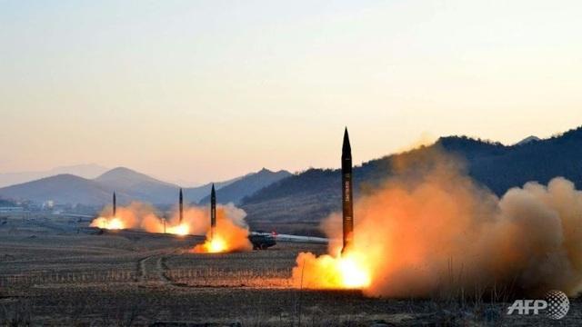 Triều Tiên phóng 4 tên lửa đạn đạo trong một cuộc diễn tập quân sự (Ảnh: AFP)