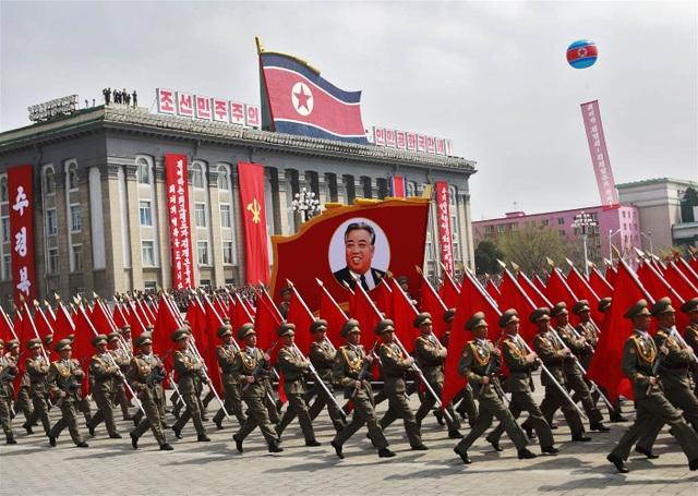 Quân đội Triều Tiên diễu hành tại Quảng trường Kim Nhật Thành ở thủ đô Bình Nhưỡng (Ảnh: EPA)