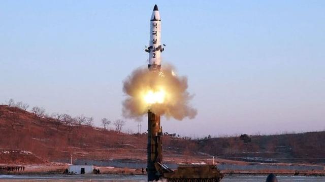 Một vụ phóng thử tên lửa của Triều Tiên. (Ảnh minh họa: Reuters)