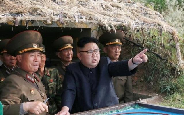 Nhà lãnh đạo Triều Tiên trong một chuyến thị sát quân sự. (Ảnh: Reuters)