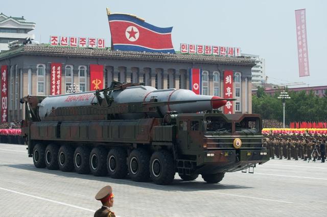 Vũ khí Triều Tiên xuất hiện trong một lễ diễu binh tại thủ đô Bình Nhưỡng (Ảnh: Reuters)