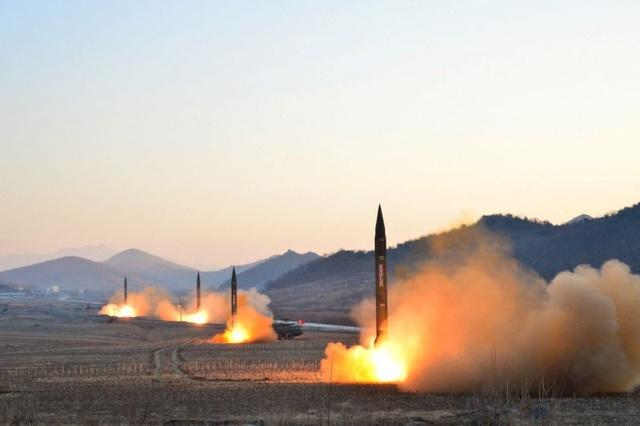 Một vụ thử tên lửa của Triều Tiên (Ảnh: Reuters)