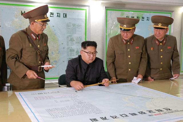 Triều Tiên đầu tháng này cảnh báo cân nhắc kế hoạch bắn tên lửa vào gần đảo Guam của Mỹ. (Ảnh: Reuters)