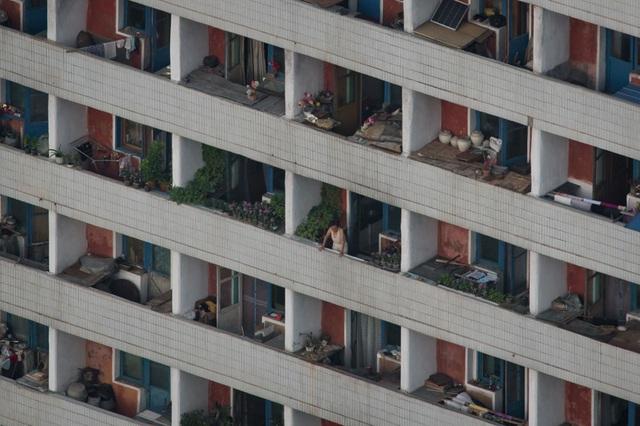 Mặt trước của một tòa chung cư ở Bình Nhưỡng.