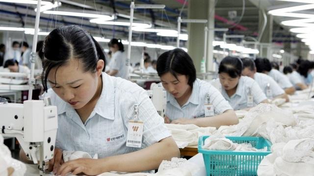 Công nhân dệt may Triều Tiên (Ảnh minh họa: AP)