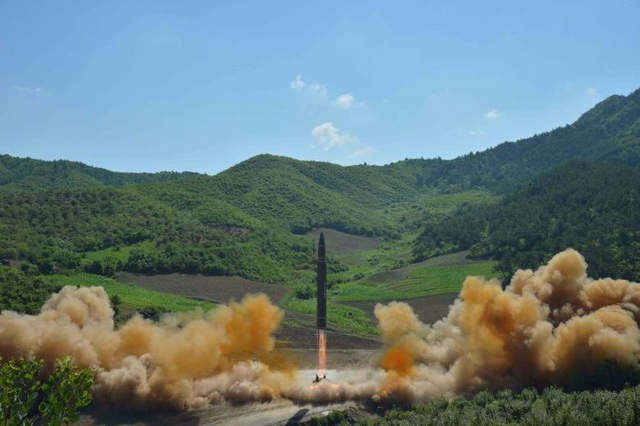 Vụ phóng thử tên lửa hôm 4/7 của Triều Tiên. (Ảnh: Reuters)