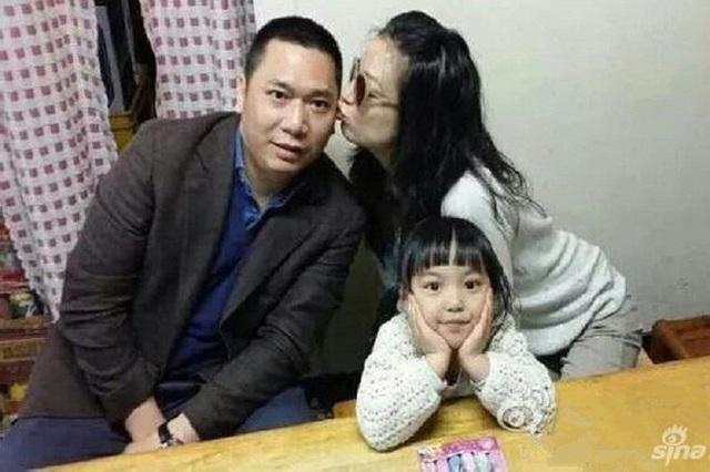 Triệu Vy chọn bến đỗ hạnh phúc của cuộc đời bên đại gia Singapore - Huỳnh Hữu Long. Hai người làm đám cưới vào năm 2008 và đón con gái đầu lòng vào năm 2010. Huỳnh Hữu Long từng có một đời vợ và có một cậu con trai riêng. Từ khi kết hôn với Huỳnh Hữu Long, cặp đôi nhiều lần lọt vào danh sách cặp vợ chồng sở hữu khối tài sản giàu có nhất tại Trung Quốc.