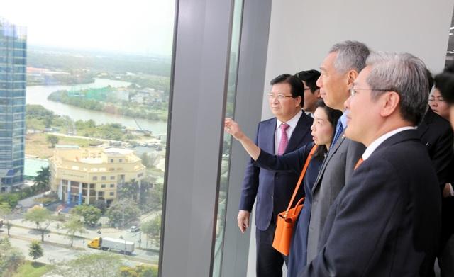 Phó Thủ tướng Trịnh Đình Dũng và Thủ tướng Singapore Lý Hiển Long gặp gỡ, cùng tham dự sự kiện tại TPHCM.