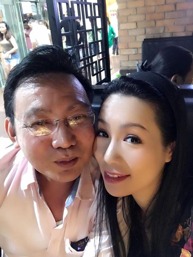 Á hậu Trịnh Kim Chi hạnh phúc bên gia đình và ông xã. Chị cũng lần đầu chia sẻ tình yêu của chồng dành cho mình khi cả hai đến với nhau với tin đồn chị quen đại gia. Nhưng thời điểm đó cả hai gặp rất nhiều khó khăn. Cùng yêu thương nhau và vượt qua để có được hạnh phúc viên mãn như hiện tại.