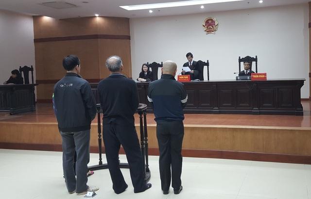Thẩm phán, Chủ toạ phiên toà Nguyễn Văn Sơn công bố quyết định khởi tố vụ án hình sự đối với Trịnh Xuân Thanh và đồng bọn để điều tra về tội Tham ô tài sản (Ảnh: Thế Kha)