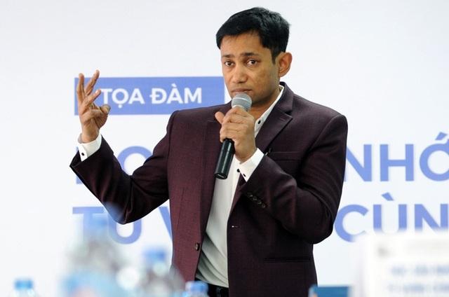 Tiến sĩ, Bác sĩ Biswaroop Roy Chowdhury là kỷ lục gia duy nhất giữ 2 kỷ lục Guinness thế giới về năng lực não bộ và cơ thể