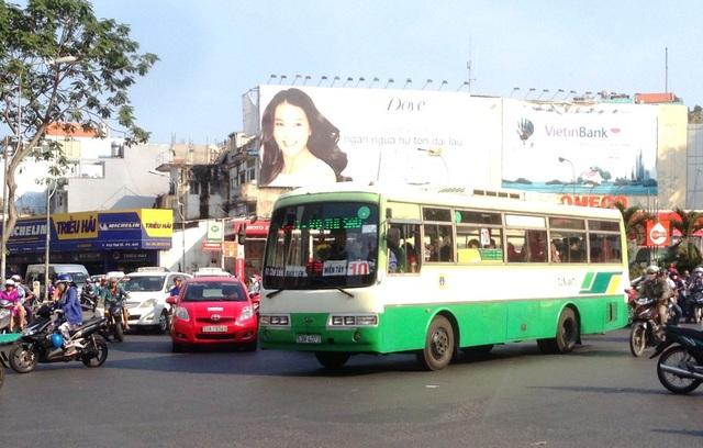Để làm rõ vấn đề chung tiền tại bến xe buýt, nhiều cán bộ trung tâm điều hành xe buýt bị đình chỉ (ảnh minh họa)