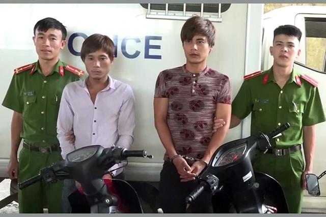 Hai đối tượng chuyên trộm xe máy bị công an bắt giữ.