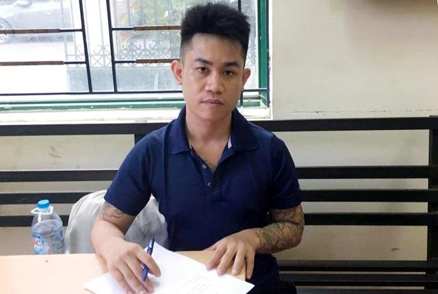 Đào Văn Long tại trụ sở công an.