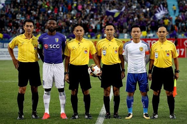 Trọng tài Pummarin Khamruen đã bắt trận đấu Hà Nội FC-Quảng Nam ở V-League