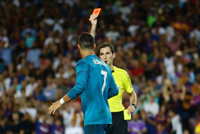 C.Ronaldo lĩnh thẻ đỏ ở trận siêu cúp Tây Ban Nha