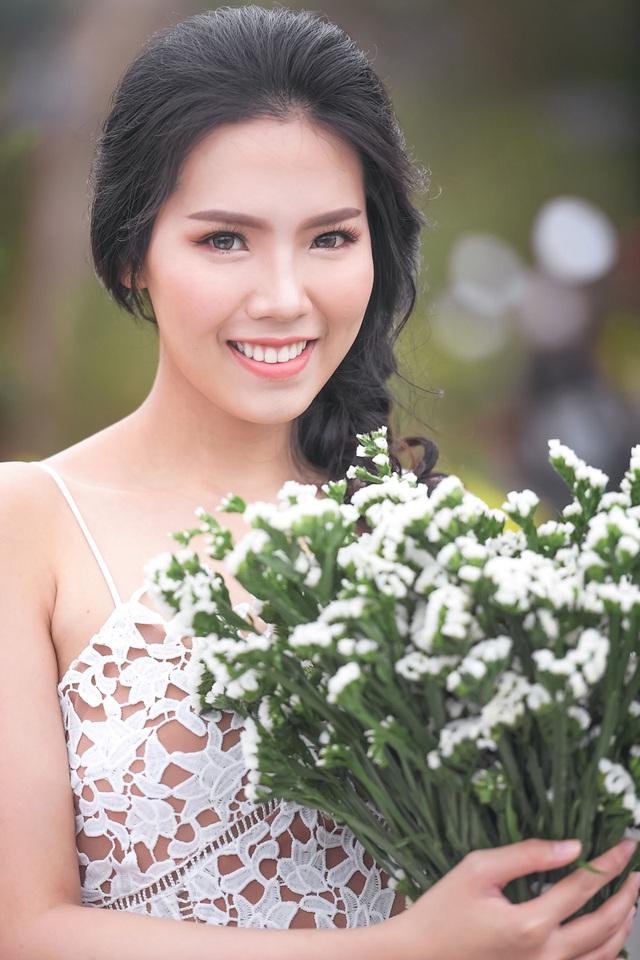 Nữ sinh tài sắc vẹn toàn khoe vẻ đẹp trong trẻo ngày Xuân - 13
