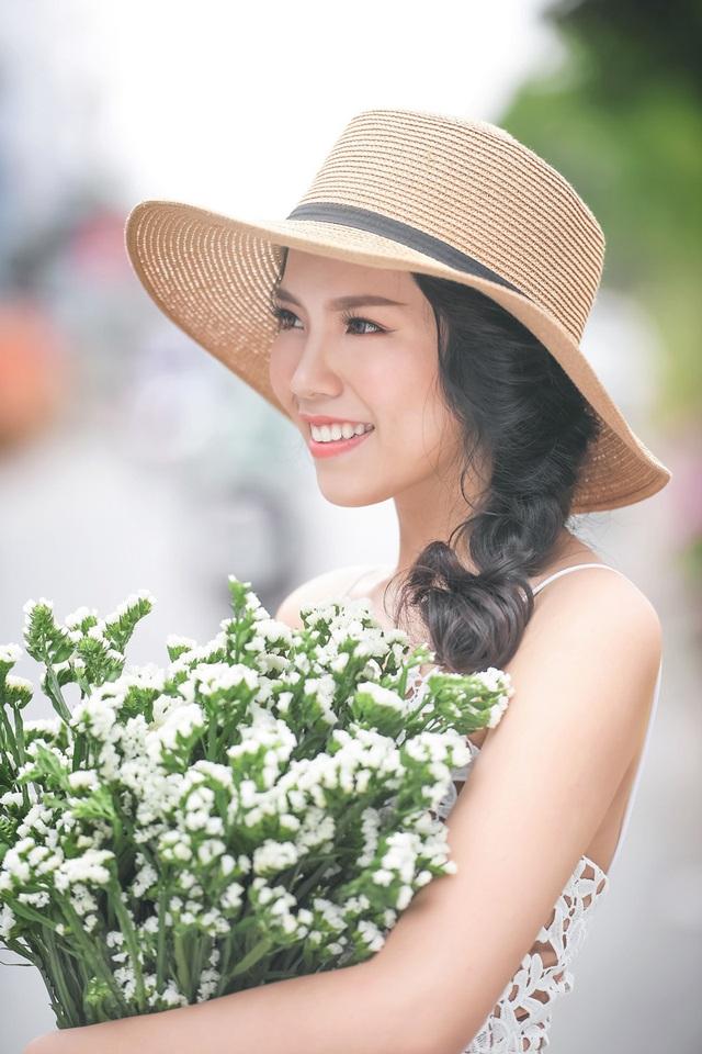 Nữ sinh tài sắc vẹn toàn khoe vẻ đẹp trong trẻo ngày Xuân - 11