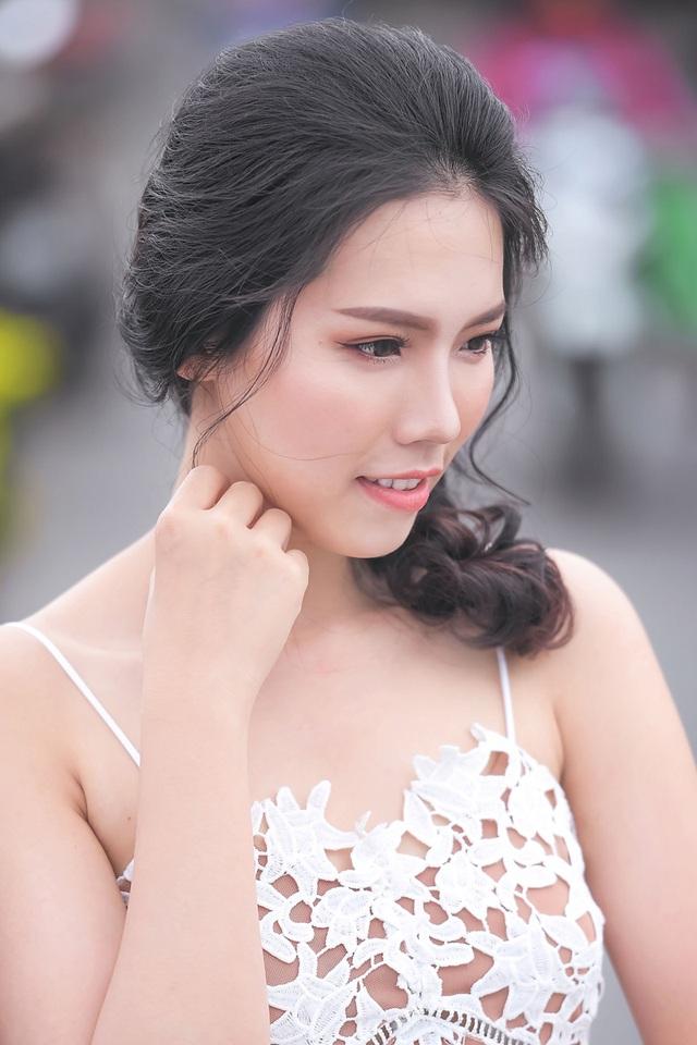 Nữ sinh tài sắc vẹn toàn khoe vẻ đẹp trong trẻo ngày Xuân - 2
