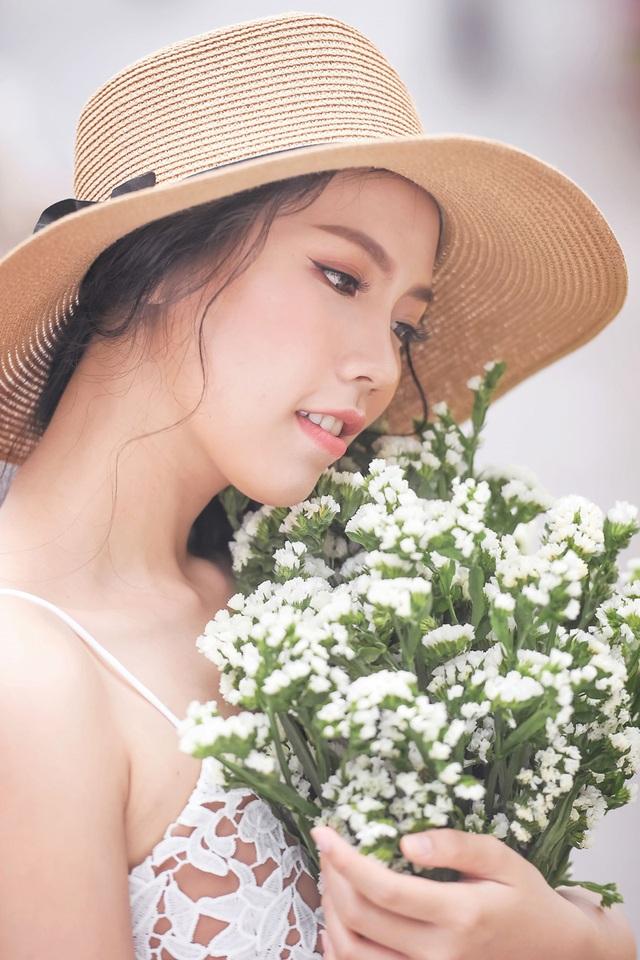 Nữ sinh tài sắc vẹn toàn khoe vẻ đẹp trong trẻo ngày Xuân - 9