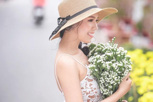 Nữ sinh tài sắc vẹn toàn khoe vẻ đẹp trong trẻo ngày Xuân - 6