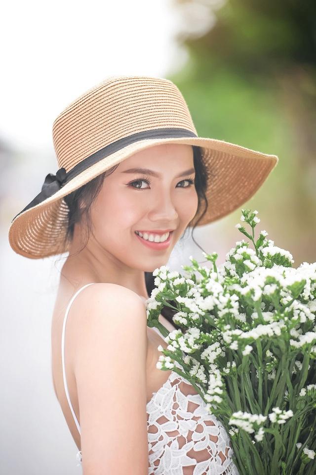 Nữ sinh tài sắc vẹn toàn khoe vẻ đẹp trong trẻo ngày Xuân - 8