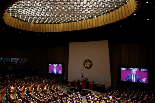 Tổng thống Trump phát biểu trước Quốc hội Hàn Quốc ngày 8/11 (Ảnh: Reuters)