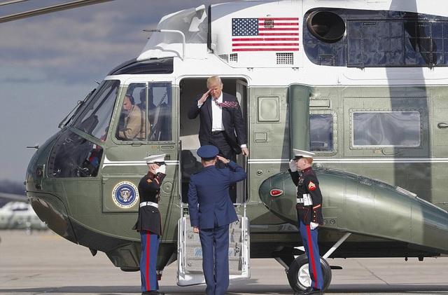 Hôm qua, ông Trump cũng lần đầu tiên sử dụng trực thăng Marine One.