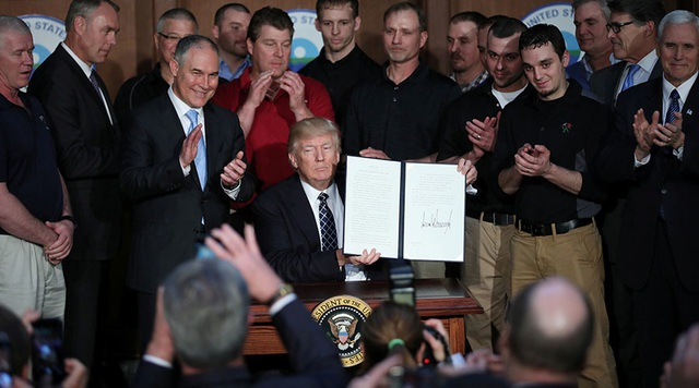 Tổng thống Trump ký sắc lệnh Độc lập Năng lượng ngày 28/3 (Ảnh: Reuters)