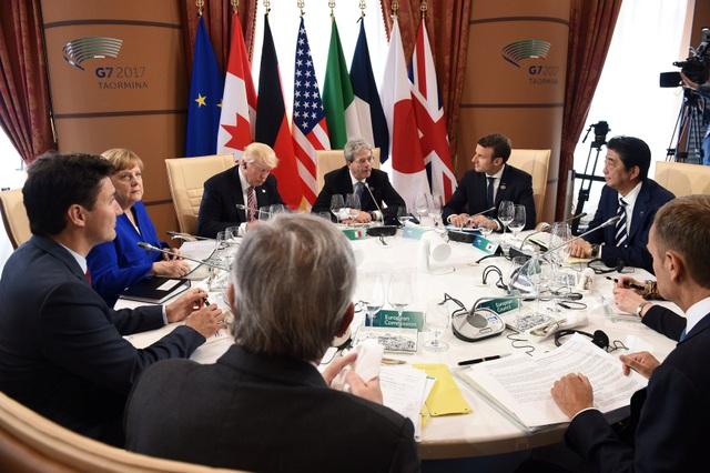 Các lãnh đạo G7 nhóm họp tại Silicy, Italy ngày 27/5 (Ảnh: Reuters)