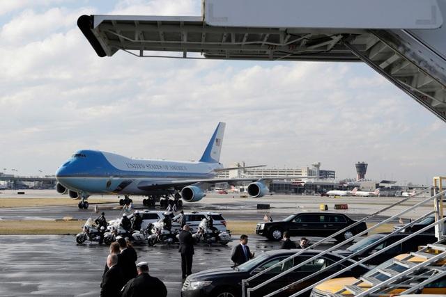 Máy bay của Tổng thống Trump đậu tại sân bay quốc tế Philadelphia. (Ảnh: AP)