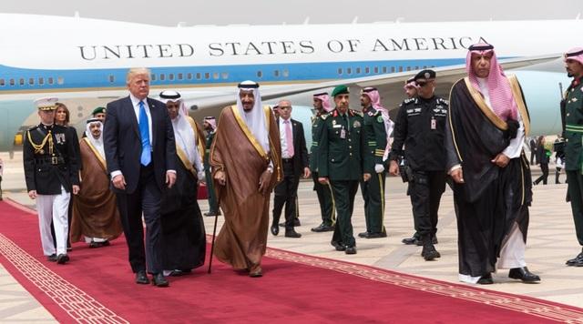 Đây là lần đầu tiên một tổng thống Mỹ chọn Ả-rập Xê-út hay một quốc gia có đa số dân là người Hồi giáo là điểm đến đầu tiên cho chuyến công du nước ngoài mở màn trên cương vị tổng thống
