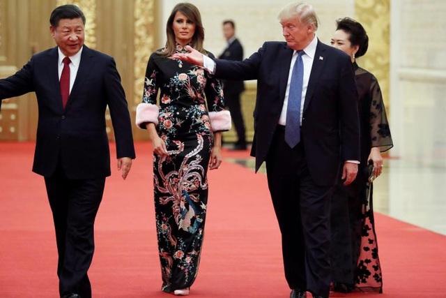 Tổng thống Trump và phu nhân dự quốc yến do Chủ tịch Tập Cận Bình chủ trì tại Đại lễ đường nhân dân Trung Quốc ở Bắc Kinh.