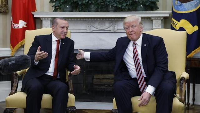 Tổng thống Thổ Nhĩ Kỳ Recep Tayyip Erdogan và nhà lãnh đạo Mỹ Donald Trump tại Nhà Trắng tháng 5/2017 (Ảnh: Reuters)