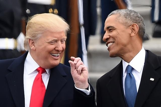 Tổng thống Donald Trump (trái) và người tiền nhiệm Barack Obama trong lễ nhậm chức của Tổng thống Trump ngày 20/1 (Ảnh: AFP)
