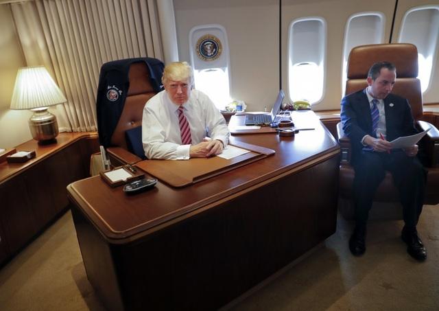 Ông Trump thậm chí còn so sánh với chuyên cơ cá nhân của ông trước khi nhậm chức tổng thống - một chiếc Boeing 757. (Ảnh: AP)