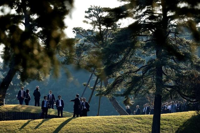 """""""Cậu ấy là một trong những golf thủ xuất sắc nhất. Cậu ấy có lẽ là golf thủ xuất sắc nhất trong lịch sử Nhật Bản. Có thể là người nổi tiếng nhất của họ… Cậu ấy thực sự là tay golf cừ, một vận động viên tuyệt vời. Một tay đánh bóng xa"""", ông Trump nói với các phóng viên về Hideki Matsuyama. (Ảnh: Reuters)"""