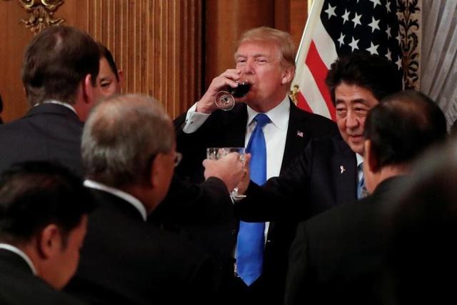 Tổng thống Trump dự quốc yến do Thủ tướng Abe chủ trì tại Tokyo.