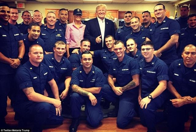 Tổng thống Trump và phu nhân đang tận hưởng kỳ nghỉ nhân dịp lễ Tạ ơn tại khu nghỉ dưỡng Mar-a-Lago. Trước đó, ông cũng gửi thông điệp mừng lễ Tạ ơn tới toàn thể người dân Mỹ, trong đó ca ngợi những thành tựu vượt trội của đất nước như thị trường chứng khoán ở mức cao nhất, quân đội ngày càng mạnh, tỷ lệ thất nghiệp thấp nhất trong 17 năm… (Ảnh: Twitter Melania Trump)