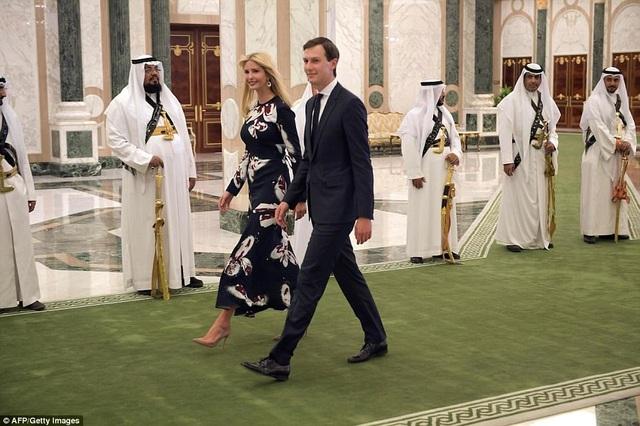 Ivanka Trump và Jared Kushner tới dự lễ nhận huân chương của cha.