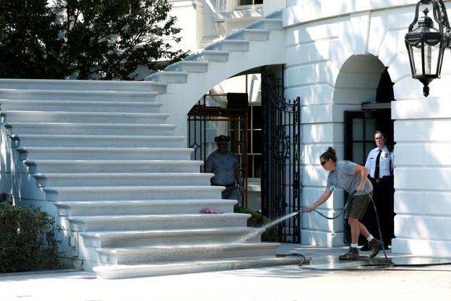 Hoạt động trùng tu bao gồm nhiều hạng mục như sửa sang các phòng, nâng cấp không gian bên ngoài Nhà Trắng, lắp đặt mới hệ thống điều hòa hay thông gió.