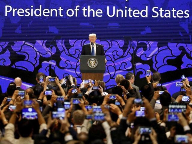 Tổng thống Trump phát biểu tại CEO Summit ở Đà Nẵng ngày 10/11 (Ảnh: AFP)