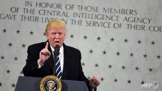 Tổng thống Donald Trump phát biểu khi tới thăm trụ sở của CIA tại Virginia hôm 21/1 (Ảnh: AFP)