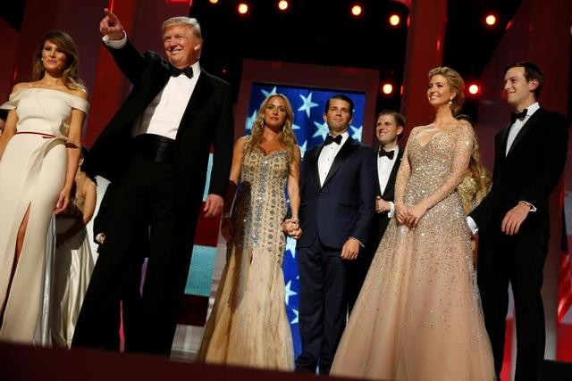 Theo Dailymail, bộ váy màu ngà do bà đồng thiết kế với nhà thiết kế người Pháp Hervé Pierre. (Ảnh: Reuters)