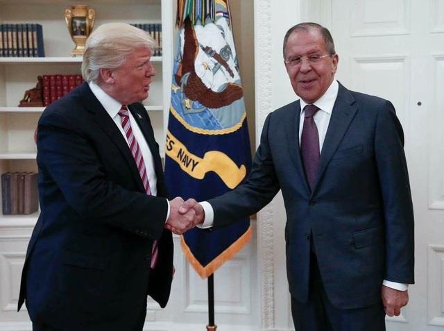 Tổng thống Mỹ Donald Trump (trái) tiếp Ngoại trưởng Nga Sergei Lavrov tại Nhà Trắng ngày 10/5. (Ảnh: Bộ Ngoại giao Nga)