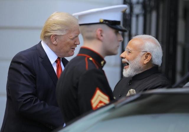 Tổng thống Mỹ Donald Trump đón Thủ tướng Ấn Độ Narendra Modi tới Nhà Trắng tại thủ đô Washington ngày 26/6 trong chuyến thăm của nhà lãnh đạo Ấn Độ (Ảnh: Reuters)