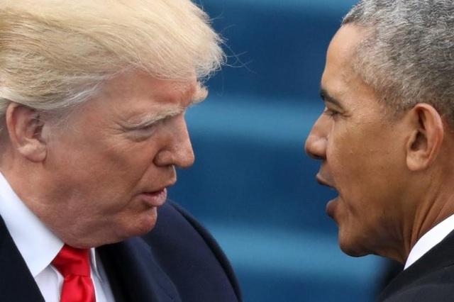 Tổng thống Donald Trump (trái) và người tiền nhiệm Barack Obama (Ảnh: Reuters)